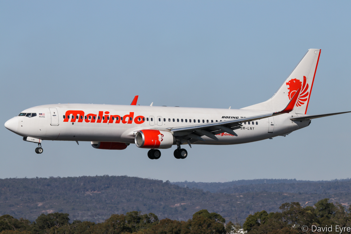 9M-LNY Boeing 737-8GP (MSN 39871/5654) of Malindo Air, at Perth Airport - Fri 9 June 2017. Note the rear part of the left engine nacelle is in Batik Air Malaysia livery. Flight OD151 from Kuala Lumpur, landing on runway 03 at 2:02pm. Photo © David Eyre