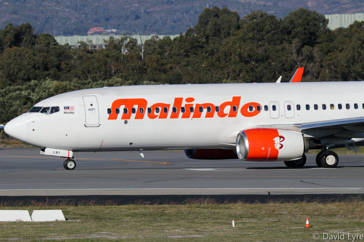 9M-LNY Boeing 737-8GP (MSN 39871/5654) of Malindo Air, at Perth Airport - Fri 9 June 2017. Note the rear part of the left engine nacelle is in Batik Air Malaysia livery. Flight OD152 to Kuala Lumpur, lining up on runway 03 at 3:18pm for take-off. Photo © David Eyre