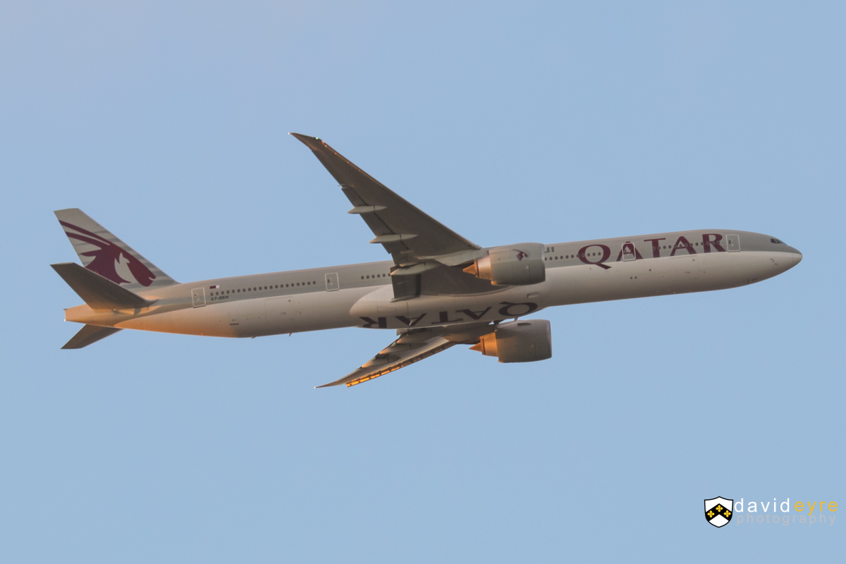 A7-BEH Boeing 777-3DZER (MSN 60334/1375) of Qatar Airways, over the northern suburbs of Perth - 20 August 2017. Flight QR900 from Doha, heading east to join the approach for Perth Airport's runway 21 at 5:40pm. Photo © David Eyre
