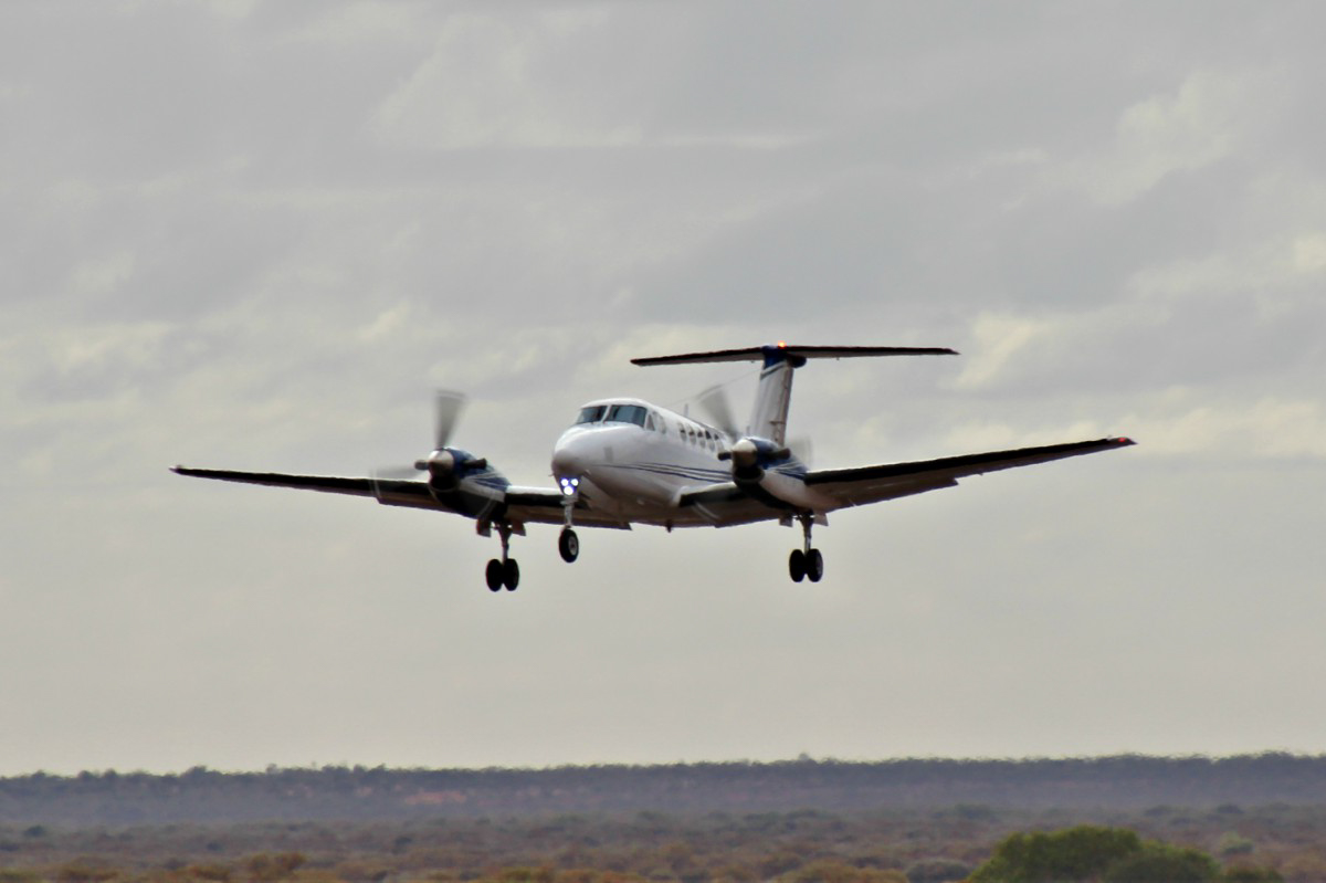 VH-YVG Beech 200 Super King Air (MSN BB-165) of Star Aviation (Aus West Airlines (2010) Pty Ltd) at Meekatharra Airport - 24 September 2017. Taking off from runway 27 at 8:41am to Perth. Built in 1976, ex VH-SKU, VH-XRF, N76MB, N76MP. Photo © Geoff Carberry