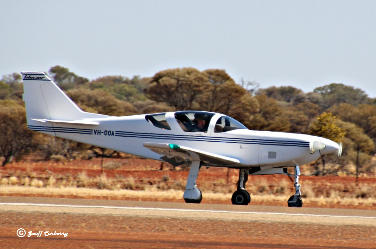 VH-OOA Stoddard Hamilton Glasair GIII (MSN N178) owned by Paul Pengilly, of Baldivis, WA, at Meekatharra Airport - 8 October 2017. Landing on runway 09. Photo © Geoff Carberry