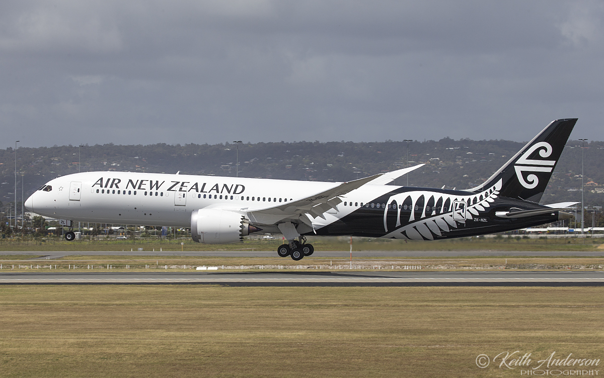 ZK-NZL Boeing 787-9 DreamLiner (MSN43218) of Air New Zealand at Perth Airport – 16 October 2017.