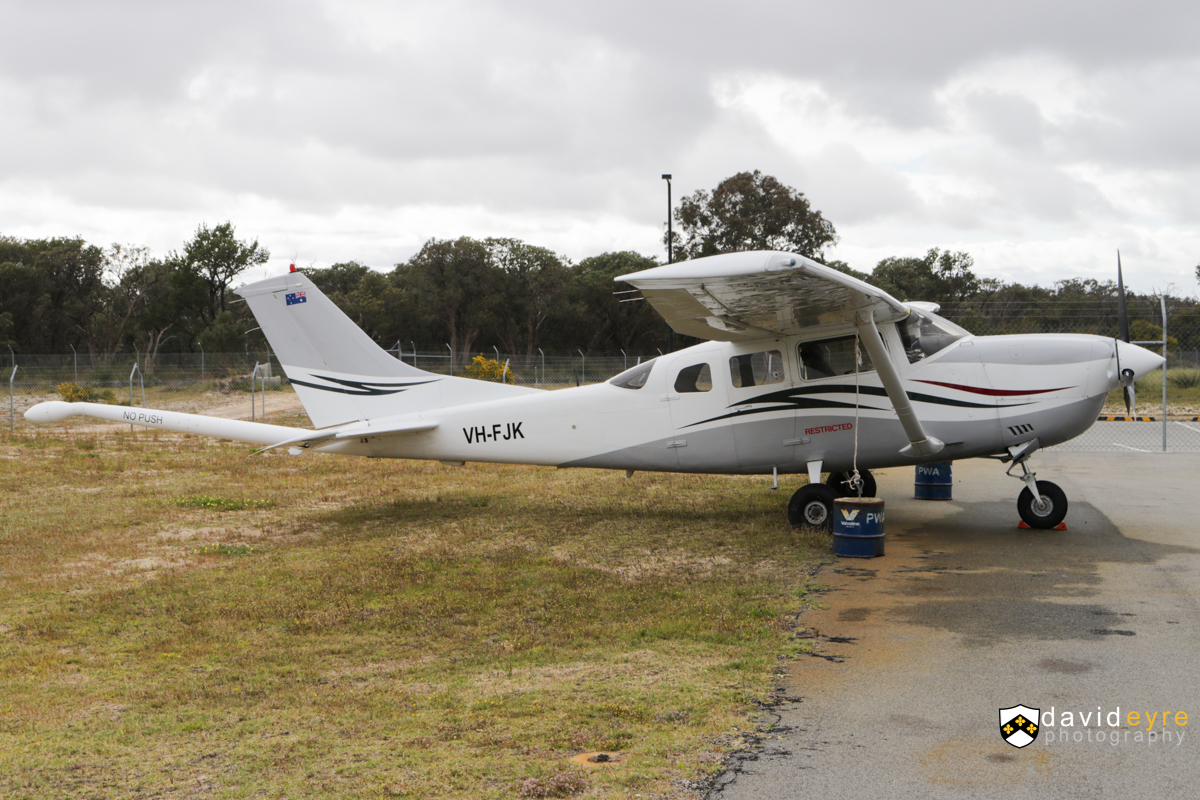 VH-FJK Cessna 206H Stationair (MSN 20608092) operated by UTS Aviation Pty Ltd, at Jandakot Airport - 7 October 2017. Modified for geophysical survey work with a tail mounted magnetometer 'stinger'. Built in 2000, ex VH-DVV, VH-PFT, VH-SID, VH-OHI, N72626. Photo © David Eyre