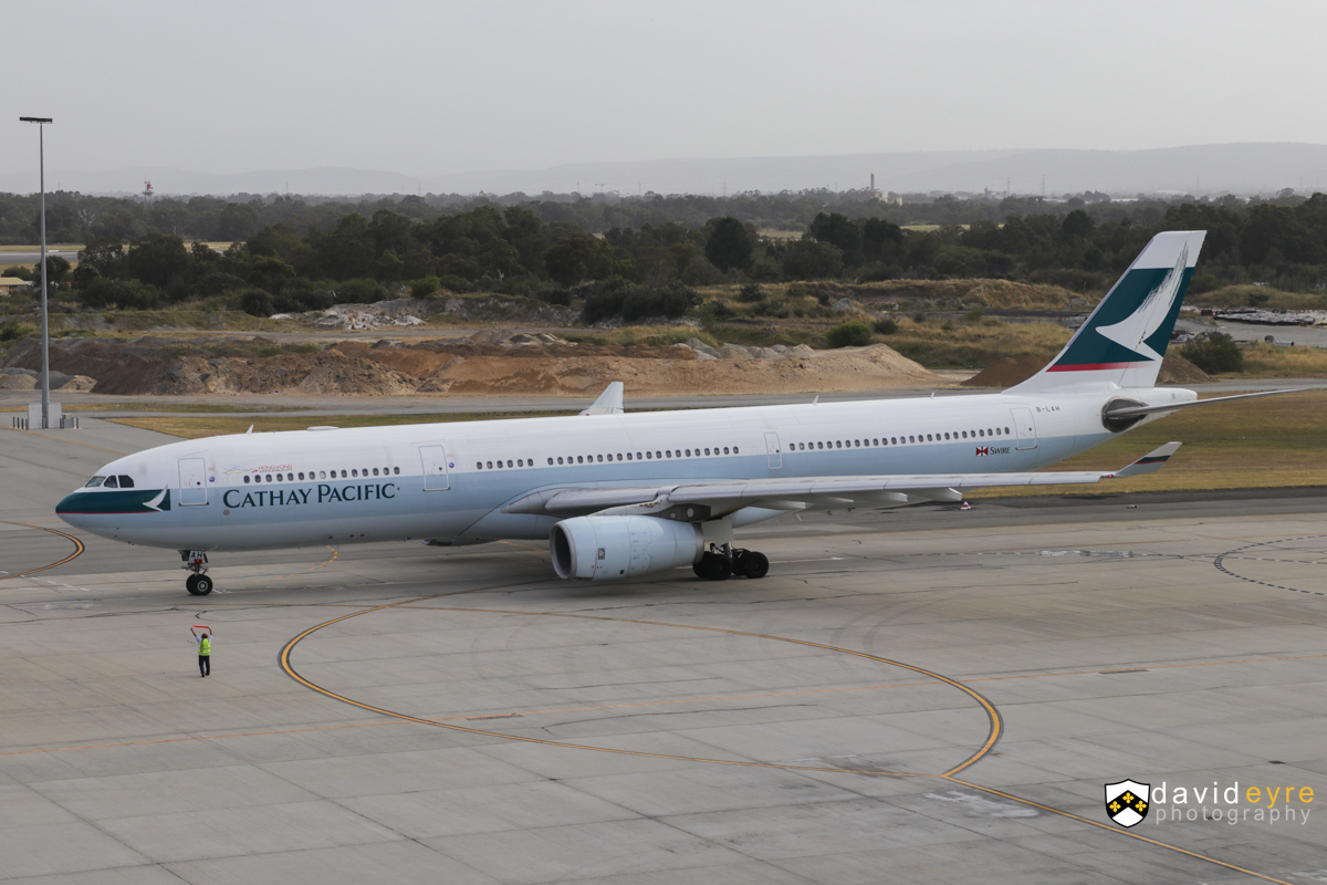 B-LAH Airbus A330-343X (MSN 915) of Cathay Pacific, at Perth Airport - 29 October 2017. Flight CX136 to Hong Kong, about to taxy out at 7:34am. The ground crew is showing the pilots that he has removed the locking pin for the landing gear. Photo © David Eyre