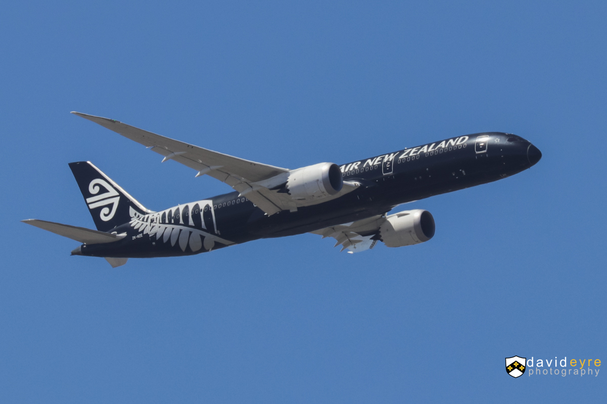 ZK-NZE Boeing 787-9 Dreamliner (MSN 34334/169) of Air New Zealand, in special all-black livery, over the Swan Valley, Perth - 29 October 2017. Joining the approach to Perth Airport's runway 21 at 1:10pm, as flight NZ175 from Auckland. Photo © David Eyre