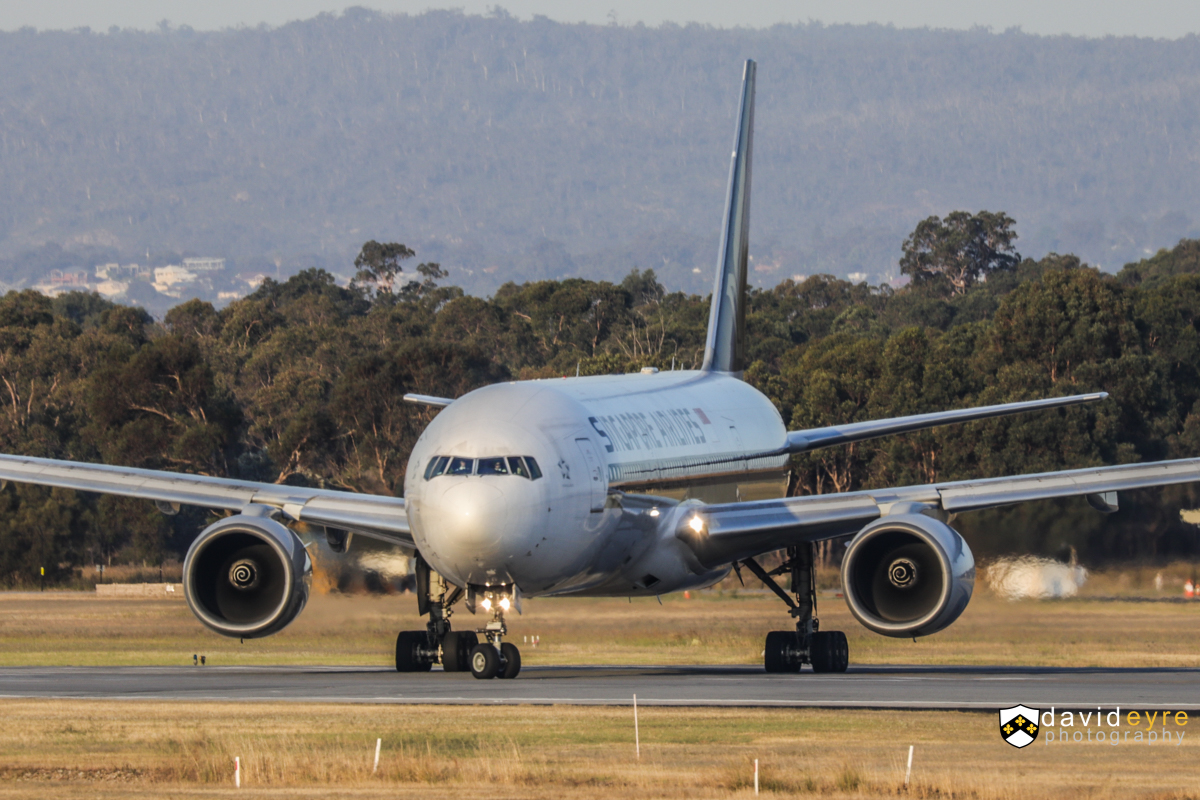 9V-SRO Boeing 777-212ER (MSN 32321/447) of Singapore Airlines, at Perth Airport - 1 November 2017. Flight SQ214 to Singapore, lining up on runway 21 for take-off at 5:44pm. Photo © David Eyre