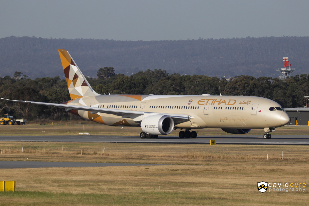A6-BLO Boeing 787-9 Dreamliner (MSN 39660/578) of Etihad, at Perth Airport - 1 November 2017. Flight EY487 to Abu Dhabi, lining up on runway 21 for take-off at 5:11pm. Photo © David Eyre