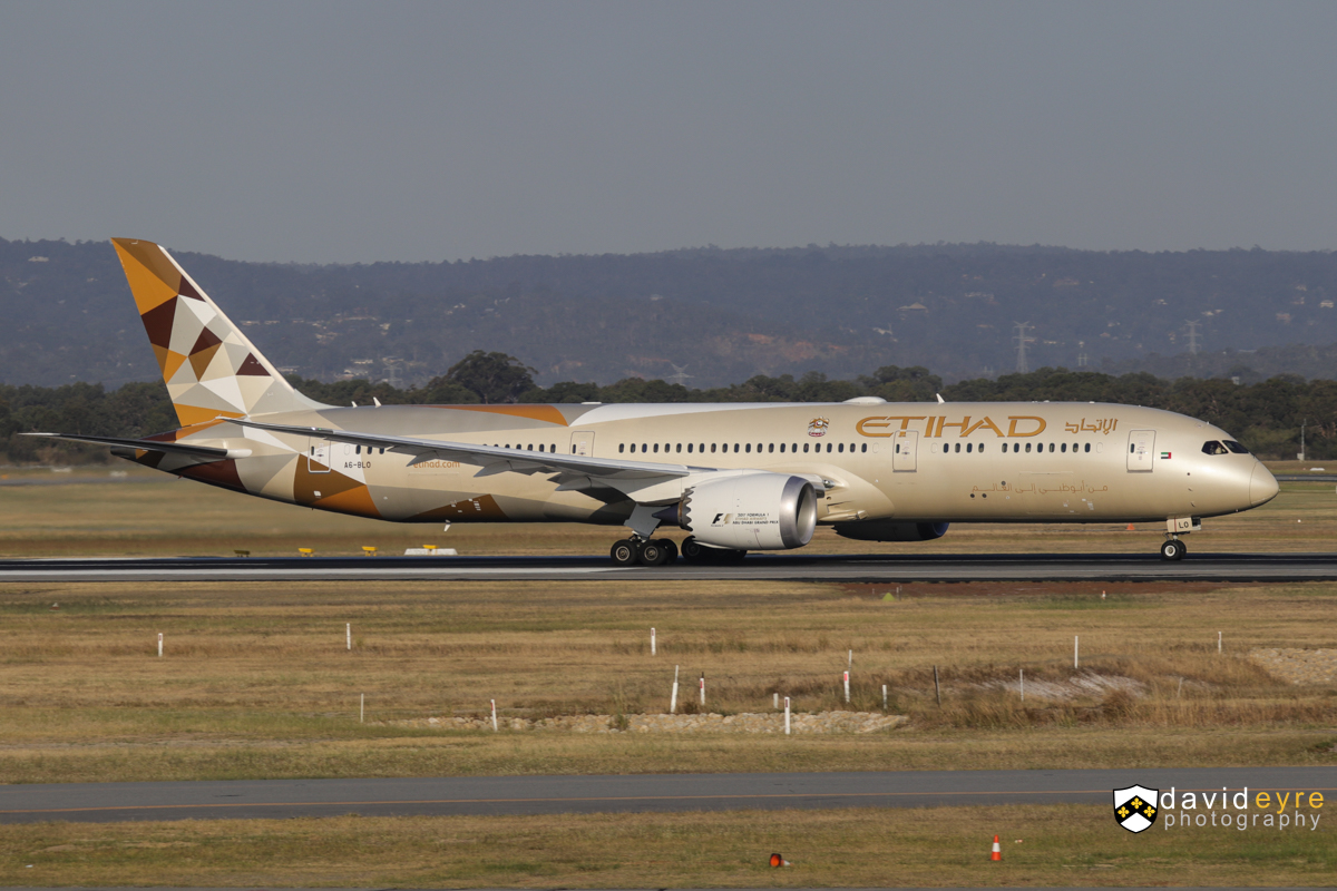 A6-BLO Boeing 787-9 Dreamliner (MSN 39660/578) of Etihad, at Perth Airport - 1 November 2017. Flight EY487 to Abu Dhabi, taking off from runway 21 at 5:12pm. Photo © David Eyre