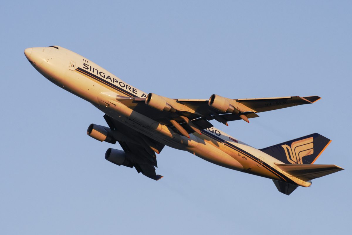 9V-SFN Boeing 747-412F (MSN 32899/1342) of Singapore Airlines Cargo at Perth Airport – 20 November 2017. SQ7285 to Singapore, climbing after take-off from runway 21 at 5:18am. Photo © Donald Gibbs