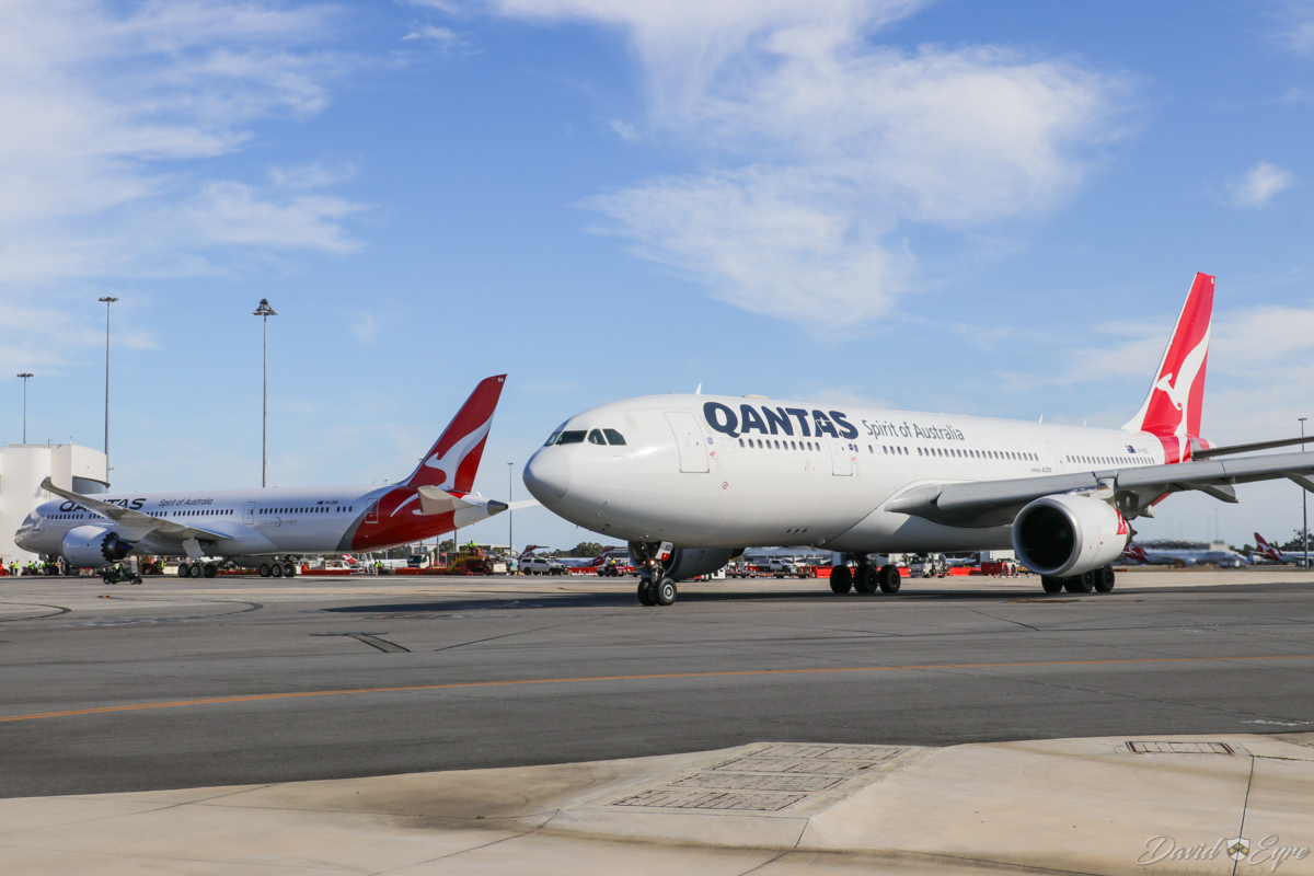 VH-ZNA Boeing 787-9 Dreamliner (MSN 39038/615) of Qantas, named 'Great Southern Land', and VH-EBD Airbus A330-202 (MSN 513) of Qantas, named 'Traralgon', at Perth Airport - 3 November 2017. VH-ZNA was on its second visit to Perth. VH-EBD is taxying out as flight QF762 to Melbourne, at 8:10am. Photo © David Eyre
