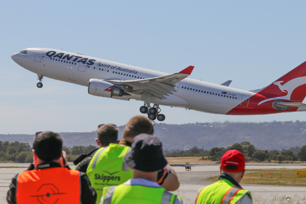 Aviation Association of Western Australia (AAWA) members photograph VH-EBJ Airbus A330-202 (MSN 940) of Qantas, named 'Margaret River', at Perth Airport - 3 November 2017. Flight QF642 to Sydney, taking off from runway 03 at 9:38am. Photo © David Eyre.