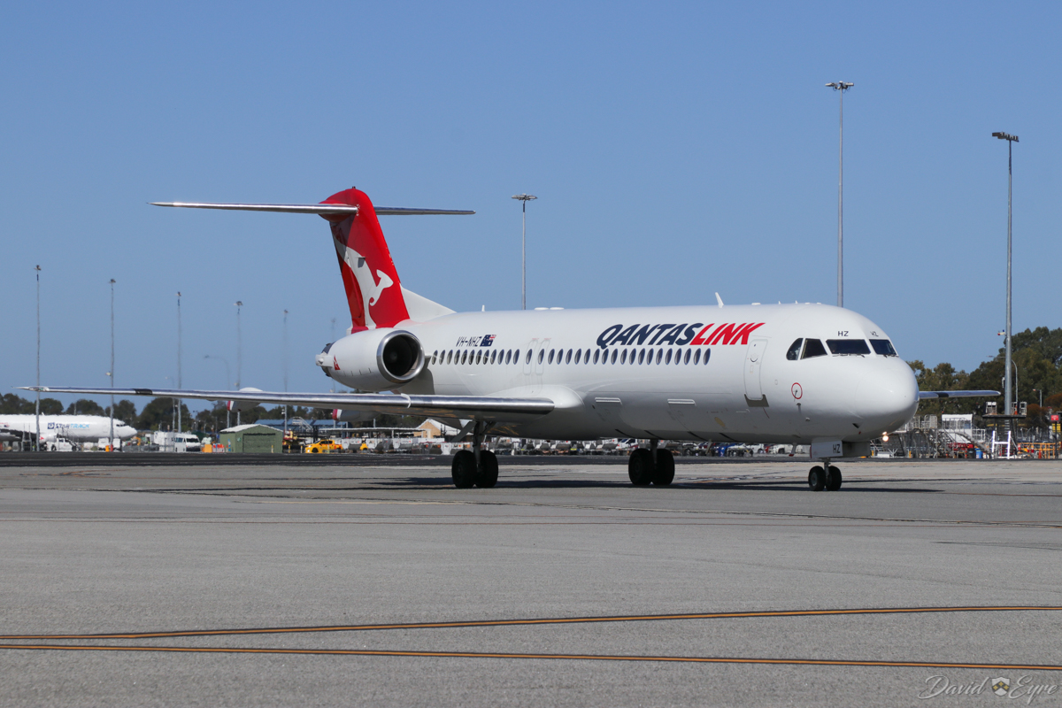 VH-NHZ Fokker 100 (MSN 11515) of Qantaslink (Network Aviation) at Perth Airport – 3 November 2017. NETLINK 1619 from Geraldton, taxying in at 9:21am. Photo © David Eyre