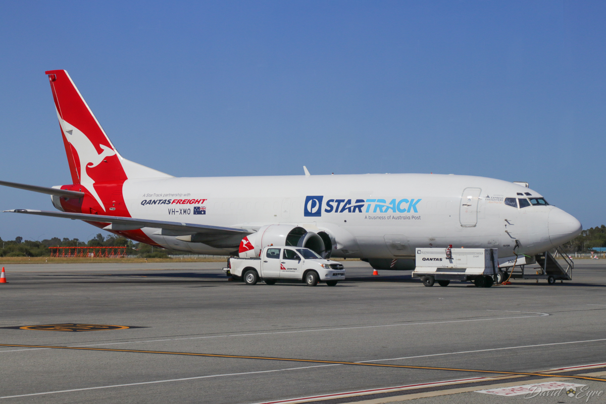 VH-XMO Boeing 737-376(SF) (MSN 23488/1352) of Qantas Freight at Perth Airport – 3 November 2017. Operated by Express Freighters Australia, with Australia Post/StarTrack branding, parked at the freight terminal at 9:06am. It arrived at 4:18am from Melbourne as QF7359. This previously operated as VH-TAW with Australian Airlines and Qantas as a passenger aircraft. Photo © David Eyre