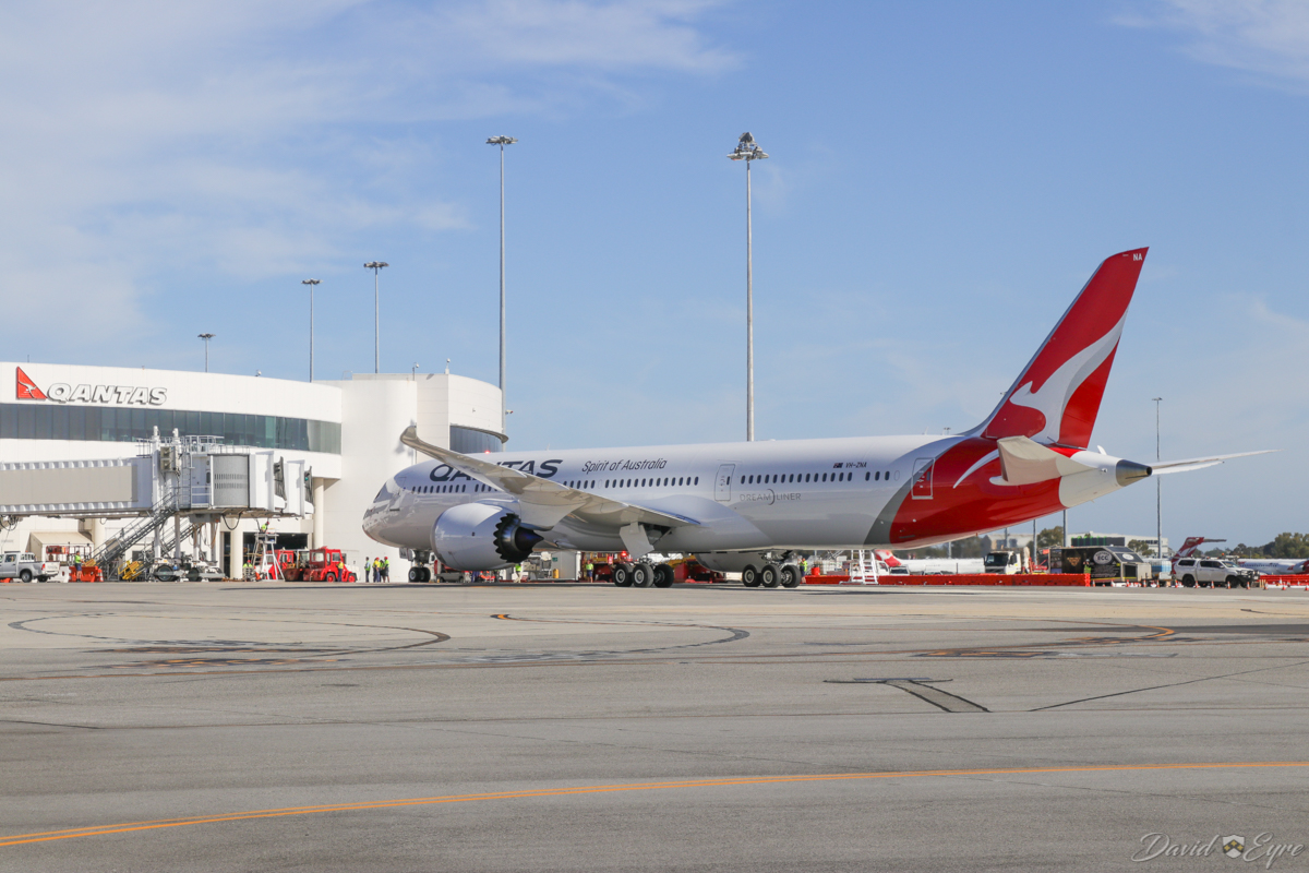 VH-ZNA Boeing 787-9 Dreamliner (MSN 39038/615) of Qantas, named 'Great Southern Land', at Perth Airport - 3 November 2017. Second visit to Perth, operating domestic sectors for crew familiarisation. Flight QF775 from Melbourne, taxying in to park at Bay 14, Terminal 4 at 8:09am. Photo © David Eyre