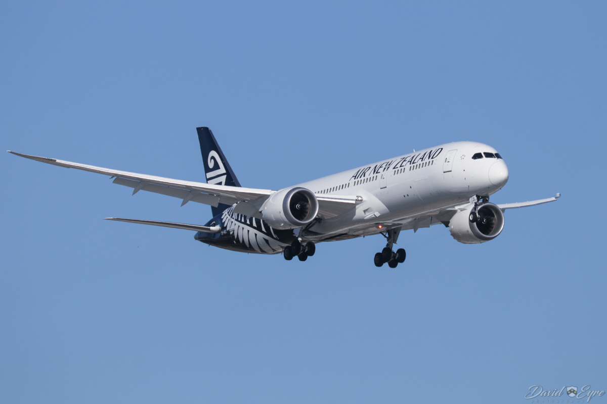 ZK-NZL Boeing 787-9 Dreamliner (MSN 43218/607) of Air New Zealand, at Perth Airport - 3 November 2017. Flight NZ175 from Auckland, on final approach to runway 24 at 4:39pm. This was delivered to the airline on 6 October 2017 and made its first visit to Perth on 16 October. Photo © David Eyre