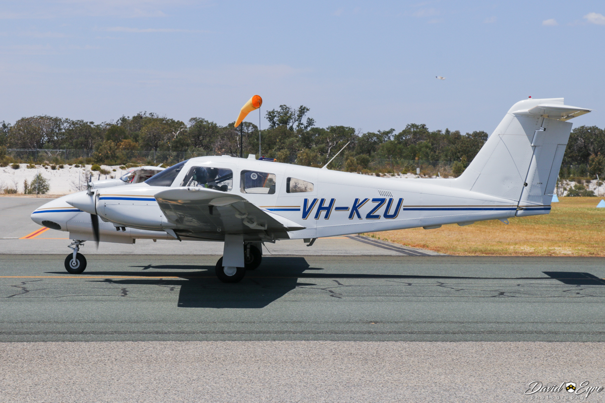 VH-KZU Piper PA-44-180 Seminole (MSN 4496401) owned by Airflite Pty Ltd, operated by Singapore Flying College, at Jandakot Airport - 12 November 2017. Singapore Flying College trains pilots at Jandakot for various airlines in the Singapore Airlines group, including Scoot, Singapore Airlines, and Singapore Cargo. Built in ex N7101C, N9529N.